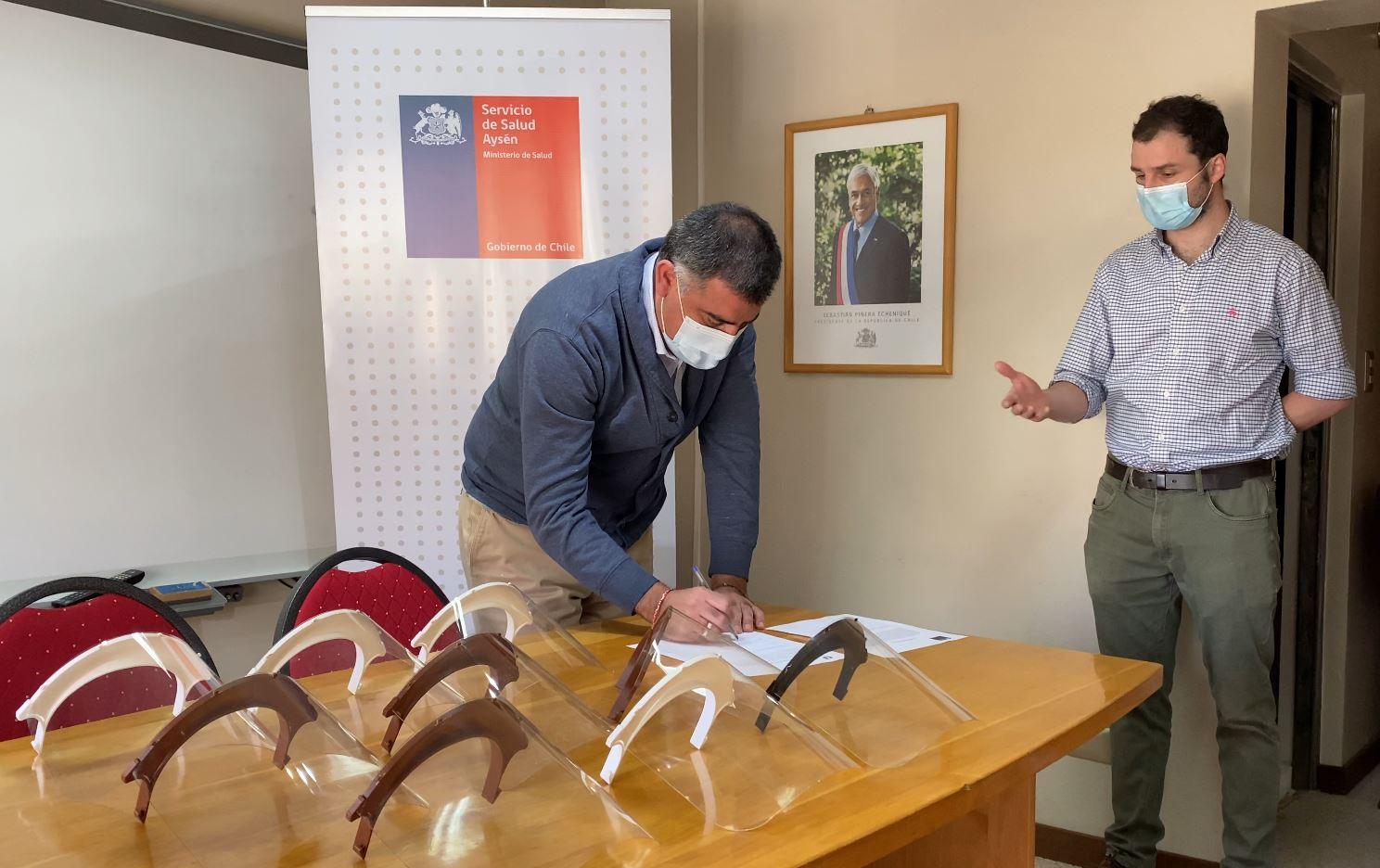 UAysén entregó 1300 escudos faciales a la Red de Salud Aysén
